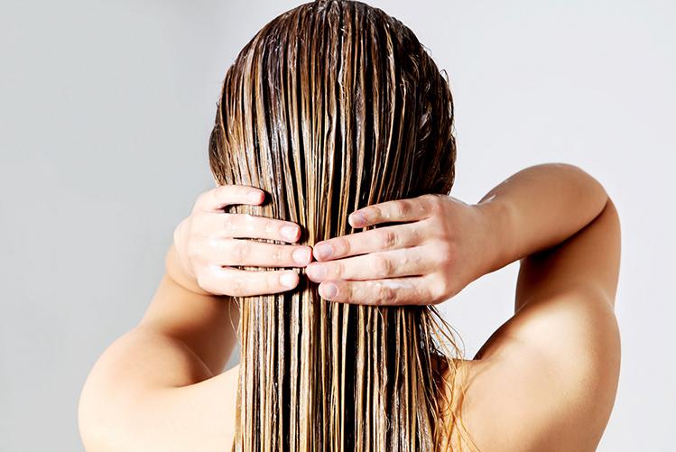 Laver et coiffer ses cheveux sans les abîmer