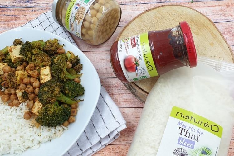 Poêlée vegan : brocolis, pois chiches et tofu