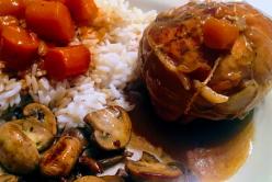 Paupiettes de poulet aux carottes et sa poêlée de champignons